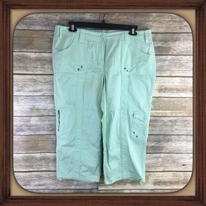 Style & Co Mint Green Cargo Capris GUC Size 16